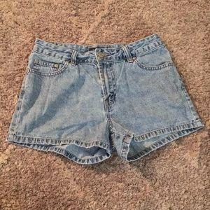 ❄️$3 when bundled light wash high rise jean shorts